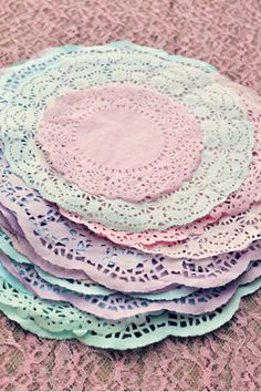 Dye doilies with food coloring. (Can do some with black to keep w/black & white theme?) Learn how to transform plain ol' white doilies into a variety of gorgeous pastel shades using food coloring. Paper Doily Crafts, Doilies Crafts, Diy Crafts, Pinata Mexicana, Diy Laine, Black And White Theme, Black White, Diy Inspiration, Diy Papier