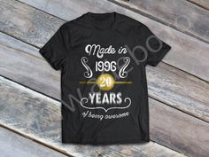 "Tricou personalizat pentru zi de nastere ""Made in 1996 … 20 years of being awesome"" – tricou personalizat pentru 20 ani – daca sunteti in cautare de cadouri pentru 20 ani, atunci trebuie sa alegeti un tricou personalizat"