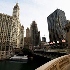 Chicago es la tercera ciudad con mayor número de habitantes en Estados Unidos, detrás de Nueva York y Los Ángeles. Elija un hotel y conozcala.