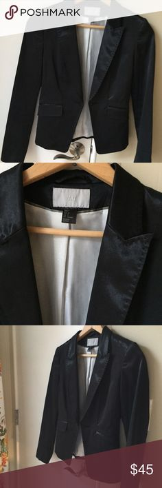 H&M Tuxedo Blazer Gorgeous and in great condition. Says 8 but fits more like a 6 H&M Jackets & Coats Blazers