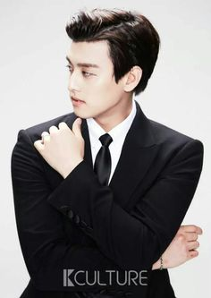 UKISS Eli in a suit