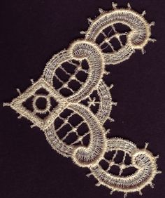Hierloom Lace Neckline   Free Standing Lace FSL Machine Embroidery Design