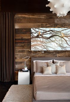 Bedroom that brings home the woodsy cabin style.