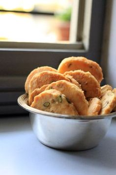 Biscotti salati con groviera, parmigiano e pistacchi – un apéro sabaudo