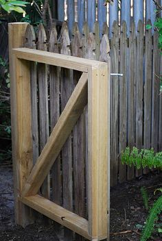 DIY Easy Gate: need now for hens seeing foxes are about     need my bro  :}