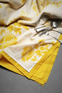 i wish i could have this yellow tablecloth in my dining room