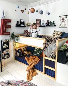 Newest Free kids bedroom storage Ideas Spring season will be here (allegedly). Warm Bedroom, Stylish Bedroom, Toddler Bunk Beds, Small Toddler Rooms, Small Childrens Bedroom Ideas, Toddler Bedroom Ideas, Childrens Bedrooms Shared, Ikea Toddler Room, Childrens Room