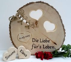 Ein schönes Geschenk und gleichzeitig eine bleibende Erinnerung an den schönst. A beautiful gift and at the same time a lasting memory of the most beautiful day in life! The tree disk has a diameter Tree Slices, Wood Slices, Wood Gifts, Diy Gifts, Wood Chair Design, Wood Burning Art, Wood Creations, Wood Art, Wood Projects