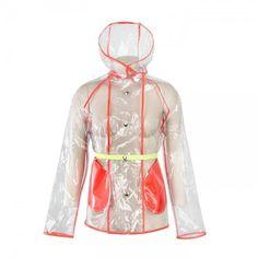 Αδιάβροχο πανωφόρι που κουμπώνει με μεταλλικά τρουκ και κουκούλα. Μπαίνει σε δικό του τσαντάκι για να το έχετε πάντα μαζί σας.