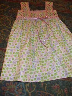 Vestido con canesú tejido a crochet en hilo de algodon y falda en tela