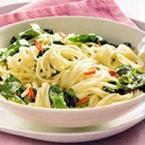 Συνταγή για μακαρόνια με σπανάκι νηστίσιμα. Γευστική μακαρονάδα σπανάκι με λίγες θερμίδες, ιδανική και για νηστεία. Spaghetti, Food And Drink, Ethnic Recipes, Spaghetti Noodles