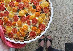 fantastische Quiche! auf: http://www.ohhhmhhh.de/33736/heute-mit-taschendesignerin-antje-arens-die-das-label-minuk-betreibt-und-ein-fantastisches-rezept-fur-eine-kostliche-quiche-mit-bunten-tomaten-kennt-und-verrat/