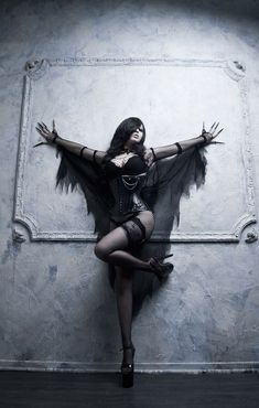 ◯ ● ☽ ☾ Luna ☽ ☾ ● ◯ #gothicfashion, #Gothicbeauty