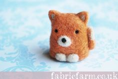 MINIATURE NEEDLE FELTED FOX by fabricfarm felting felt woolfelt