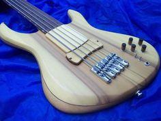 Luthier Rafael Brandão 5 string bass
