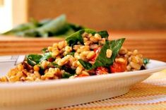 Insalata di farro integrale con gamberetti, rucola e datterini Fried Rice, Fries, Vegetables, Ethnic Recipes, Food, Dinner, Veggies, Vegetable Recipes, Meals