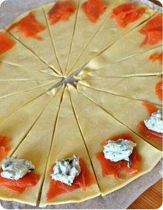 SOS RECIPE: Croissants pastries with salmon for an aperitif - . - SOS RECIPE: Croissants pastries with salmon as an aperitif – - Mini Croissants, Tasty, Yummy Food, Appetisers, Diy Food, Finger Foods, Appetizer Recipes, Mini Appetizers, Mini Desserts