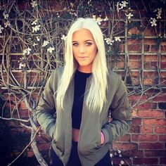 Luke's voice in mrs all American is so sexy Gorgeous Hair, Beautiful Eyes, Beautiful Women, Pretty Babe, How To Look Pretty, Lottie Tomlinson, Tomlinson Family, Crazy Hair, Celebrity Hairstyles