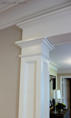 4 Ways to Add Farmhouse Style {Printable Included} -- Farmhouse crown molding