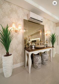 Dicas para decorar o seu hall de entrada Decor, Plant Decor Indoor, Home N Decor, Indoor, Home Decor, House Interior, Hall Decor, Room Decor, Home Deco