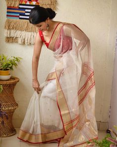Gorgeous white red chanderi silk saree for puja or any other Indian festival occasion. Buy it from Chakori Ethnic. Blouse Back Neck Designs, Silk Saree Blouse Designs, Saree Blouse Patterns, Dress Indian Style, Indian Dresses, Indian Outfits, Indian Saris, Saree Poses, Chanderi Silk Saree