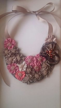 Made by Jogita Erta Ribbon Jewelry, Lace Jewelry, Textile Jewelry, Fabric Jewelry, Jewelry Crafts, Handmade Jewelry, Fabric Ribbon, Fabric Flowers, Fabric Flower Necklace