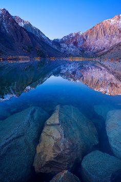 Blue Lagoon - autumn, Convict Lake, California   (10 Beautiful Photos)