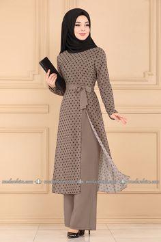 Fancy Dress Design, Stylish Dress Designs, Abaya Fashion, Fashion Dresses, Fashion Muslimah, Hijab Evening Dress, Moslem Fashion, Muslim Women Fashion, Stylish Dresses For Girls