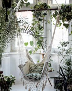 indoor hammock, lots of plants Indoor Hammock, Hammocks, Deco Nature, Patio Swing, Boho Home, House Goals, Humble Abode, Home Decor Inspiration, Porches
