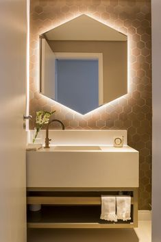 Modern home design Small Bathtub, Small Bathroom, Bathroom Design Luxury, Bathroom Interior, Lavabo Design, Window In Shower, Modern House Design, Decoration, Home Decor