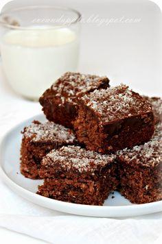 Húsvét közeledtével mindig jól jönnek a gyors és finom süti receptek, remélem, ez a gyors kókuszos csokis süti tetszeni fog Nektek     2 toj...