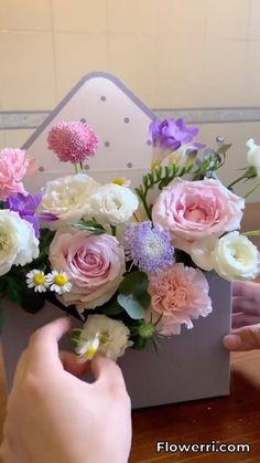 Flower Box Gift, Flower Boxes, Flower Basket, Creative Flower Arrangements, Paper Flower Arrangements, Flower Arrangement Designs, Deco Floral, Arte Floral, Paper Flowers Diy