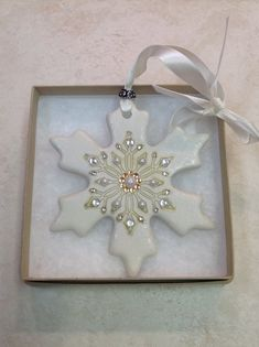 Newest Pic snowflake clay ornaments Concepts Clay Christmas Decorations, Polymer Clay Christmas, Christmas Ornaments To Make, Christmas Projects, Holiday Crafts, Glitter Ornaments, Etsy Christmas, Beaded Ornaments, Handmade Ornaments