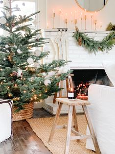 Holiday Home Tour: This Dreamy Space Proves That White Is Actually the Most Festive Color Step Inside a Dreamy, Minimal Holiday Home Bohemian Christmas, Christmas Mood, Noel Christmas, Modern Christmas, Scandinavian Christmas, Outdoor Christmas, Simple Christmas, White Christmas, Christmas Crafts