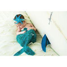 A pequena sereia Helena! #likefatherlikeson  #filhodepeixepeixinhoé #inlove #with #this #gorgeous #mermaid #babygirl #babylovers #babyphotographer #ensaio #recemnascido #recife #beach #praia #foto #fotografia #fineart #fineartphotography #pequenasereia #sereia #portaretrato #portrait #portraitphotography