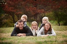 Family Picture Pose Ideas with 3 Children - Capturing Joy with Kristen Duke
