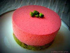 Bavarois framboise, pistache et thé vert Macha