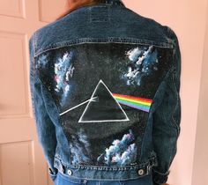 Pink Floyd Painted Denim Jacket – Veste en jean peinte Pink Floyd Related posts: Pink Floyd Painted Jeansjacke # peint Diy painted denim jacket # painted jacket DIY Painted Sunflower Denim Shorts – Denim poncho upcycled from recycled jeans. Painted Denim Jacket, Painted Jeans, Painted Clothes, Diy Clothes Jeans, Diy Clothing, Custom Clothes, Customised Clothes, Pink Floyd, Diy Fashion