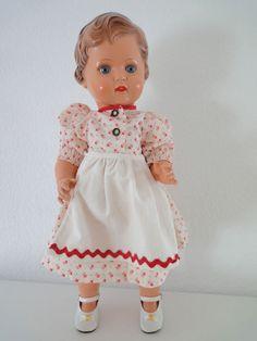 Ältere Schildkröt Puppe Erika, kastanienbraun,
