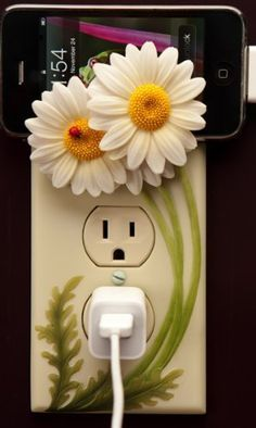 Ladybug on Daisies Hand Painted Electric Outlet Cover Sculpture By Ibis & Orchid Designs « Cheap Apartment Decorating Polymer Clay Projects, Polymer Clay Art, Diy Clay, Motifs Perler, Outlet Covers, Clay Flowers, Ceramic Clay, Cold Porcelain, Abstract Portrait