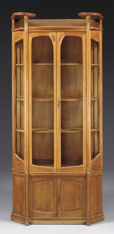 A CARVED PEARWOOD VITRINE -  HECTOR GUIMARD, CIRCA 1907.