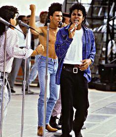 ♡ Michael Jackson ♡ — alwayysmichael: Recently LOVING Bad tour. Jackson Music, Jackson 5, Beautiful Person, Beautiful People, Amazing Person, Beautiful Men, Invincible Michael Jackson, Michael Jackson Fotos, Mj Bad
