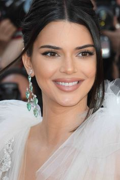 Kendall Jenner wears Chopard jewelry at the Girls of the Sun during the 2018 Cannes Film Festival on Saturday (May in Cannes, France. festival Cannes Film Festival 2018 (Day 5 and - Fab Fashion Fix Kendall Jenner Maquillaje, Maquillage Kylie Jenner, Film Festival Poster, Cannes Film Festival 2015, Festival 2017, Festival Party, Festival Logo, Kendall Jenner Make Up, Kendall Jenner Outfits