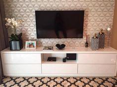 Papel de parede 3D: 35 ideias incríveis + onde comprar Interior Design Living Room, Living Room Decor, Bedroom Decor, Tv Stand Decor, Tv Unit Furniture, Living Room Tv Unit Designs, Muebles Living, Tv Wall Decor, Decoration