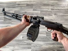 GUNSさんはInstagramを利用しています:「Got belt? • Tag a gun Mate! #gunsnothingelse 📷 @arm.and.gun @men.reunion @gunsdailyeu • #guns #gunporn #igmilitia #gun #gunsdaily #tactical…」 Military Gear, Military Weapons, Light Machine Gun, Machine Guns, Ar Platform, Helmet Armor, Combat Knives, Gun Cases, Cool Guns