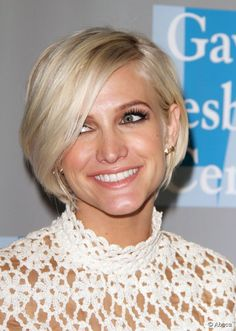 Ashlee Simpson Short Hair | Ashlee Simpson shot a warm smile at the An Evening with Women event on ...