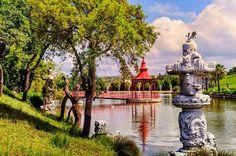 Atreva-se a passar a ponte docoretojaponês e a apreciar uma das vistas mais bonitas doBacalhôaBuddha Eden. @desifoto, obrigada por visitar o Bacalhôa Buddha Eden e por ter tirado esta fotografia. #bacalhoabuddhaeden #bacalhoa #bacalhoamuseu #aliancavinhos #aliancaundergroundmuseum #quintadosquatroventos #quintadocarmo #palaciodabacalhoa #landscape #garden #explore #naturelovers #tourism #scenery #landscape_lovers #exploremore #natureporn #naturegram #historic #landmark