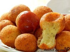 The easiest cheese ball to make - Aperitivos****Appetizers - I Love Food, Good Food, Yummy Food, Brazilian Dishes, Food Porn, Salty Foods, Snacks Für Party, Portuguese Recipes, Finger Foods