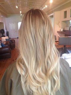 20 Cute and Easy Blonde Balayage Hairstyles – My hair and beauty Honey Blonde Hair, Blonde Hair Looks, Blonde Balayage, Subtle Balayage, Subtle Ombre, Hair Highlights, Subtle Highlights, Ombre Hair, Gorgeous Hair