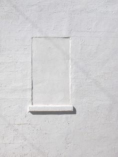 ~ minimalism ~ fenêtre condamnée sur mur blanc #minimal #photo #white #window